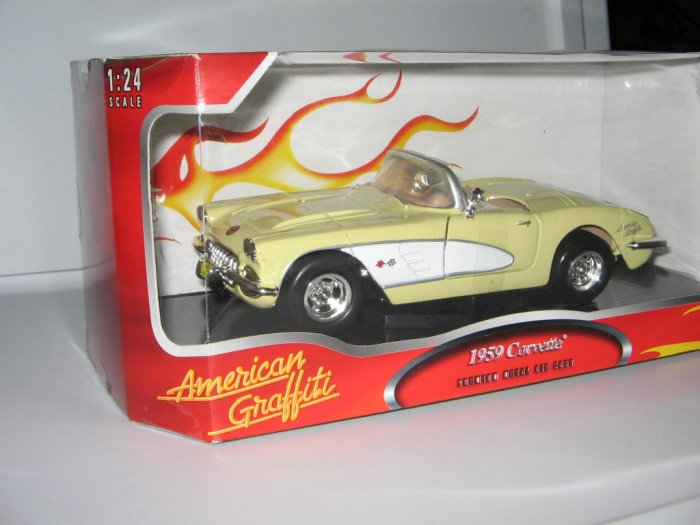 Motormax 1:24 Die Cast Yellow and White 1959 Corvette
