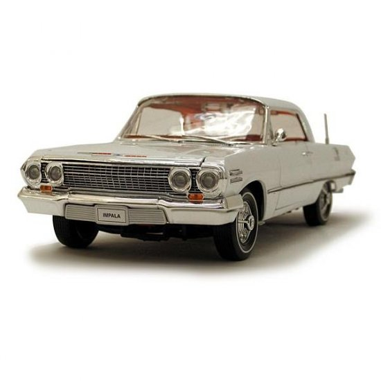Welly 1963 Chevrolet Impala Hard Top - White - 1:18
