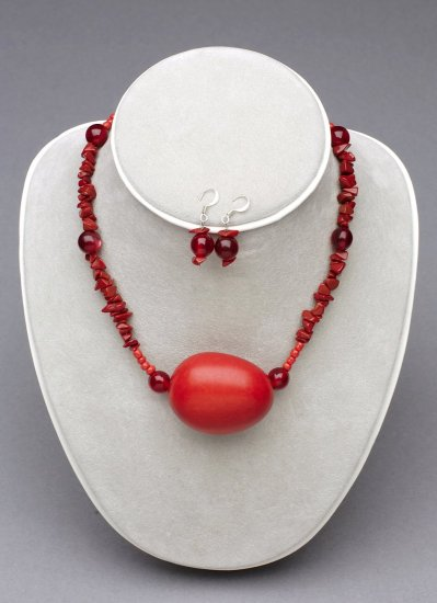 E10C5 - Chopped Stone and Guaya Bead Necklace and Earring Set
