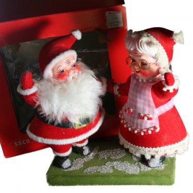 SSCO Felt Dancing Mr & Mrs Santa on Pedestal 8 Inch