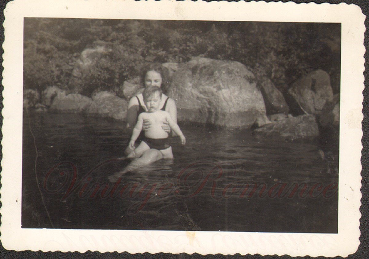 D03304 Young Mother Swims with Baby Boy in Echo Lake 1945 Vintage Photo