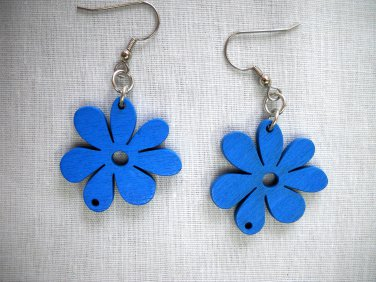 SUMMERTIME BLUE CUT OUT DAISY FLOWERS WOODEN DANGLING FLOWER CHARM EARRINGS