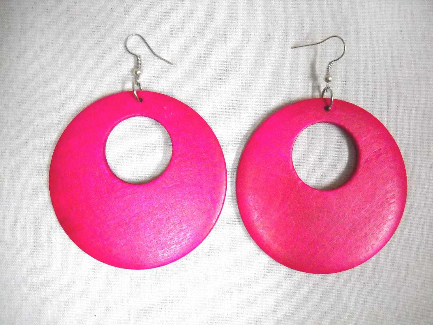 BIG SIZE LARGE HOT PINK STAIN WOOD ROUND EXOTIC DANGLING FLAT HOOP EARRINGS