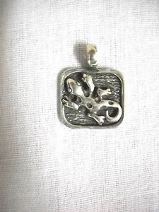 CUTE TINY SPOTTED GECKO LIZARD USA CAST PEWTER PENDANT ON ADJ CORD NECKLACE