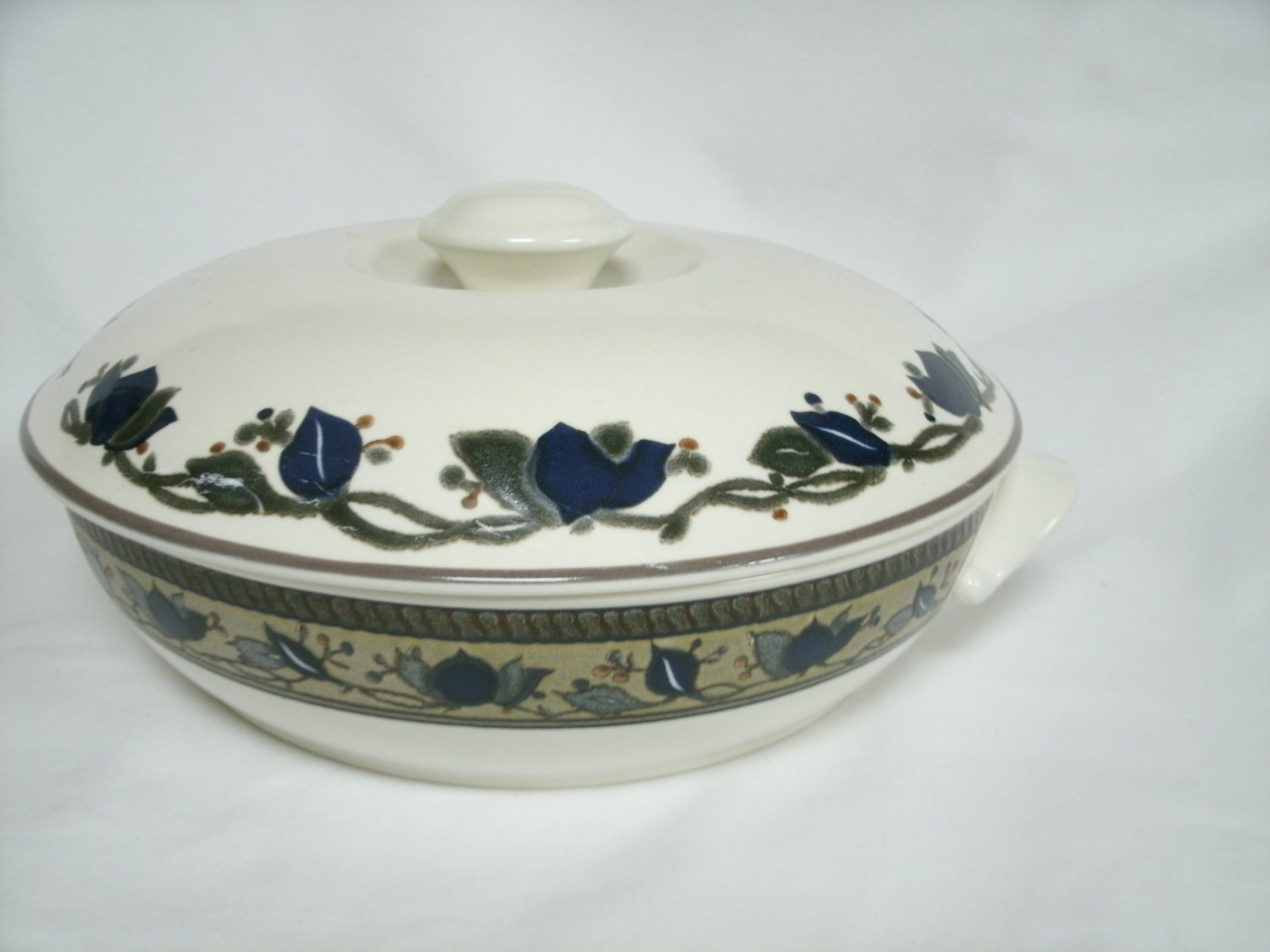 Mikasa Intaglio Arabella Casserole With Lid Beige and Blue Stoneware With Leaf Design 11 Inches