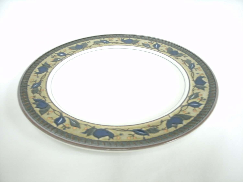 Mikasa Intaglio Arabella Dinner Plate Beige and Blue Stoneware 11 1/2 Inches Leaf Design