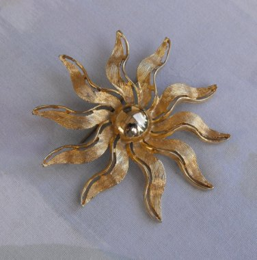 SuperNova Sun or Floral Brooch Shiny Goldtone Happy Vintage Jewelry