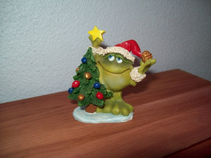 Russ Toadily Yours Christmas Frog with Tree 32145 FREE USA SHIPPING!