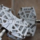 """TIOGA SPYDER PEDAL PAIR WHITE 280g light weight WITH PINS 9/16"""" L90 x W58 x H19m"""