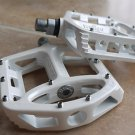 WELLGO MG1 MG-1 MAGNESIUM PEDALS WHITE 378g MTB BMX DH NEW IN RETAIL BOX