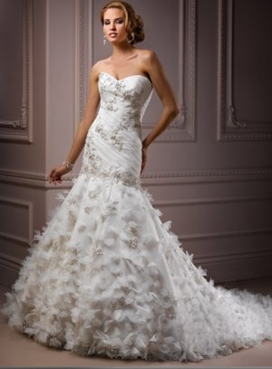 Gorgeous Appliqued Sweetheart Strapless Wedding Dress with Petals WM0016