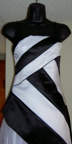 De Laru Black and White Prom Dress