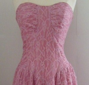 Vintage Strapless Pink Lace Dress Size: 9/10 (Today�s Size 6)