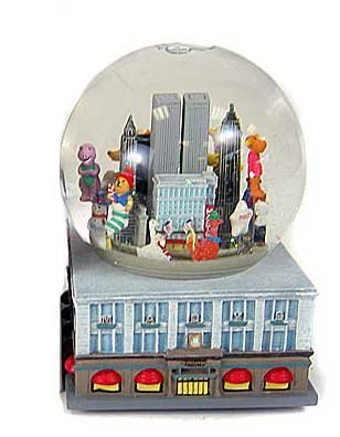 Macy's Thanksgiving Day Parade Musical Snowglobe 1999