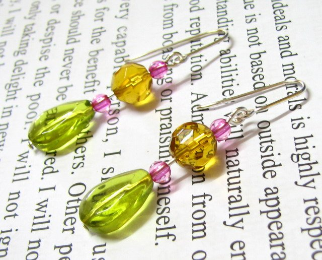 E1108 CHARMING GLASS DANGLE HOOK EARRINGS 5cm