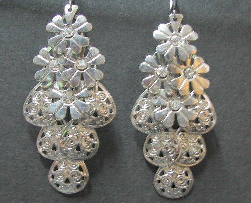 *FREE SHIPPING* E901 RHINESTONE SILVERLY CLIP ON EARRINGS 8cm
