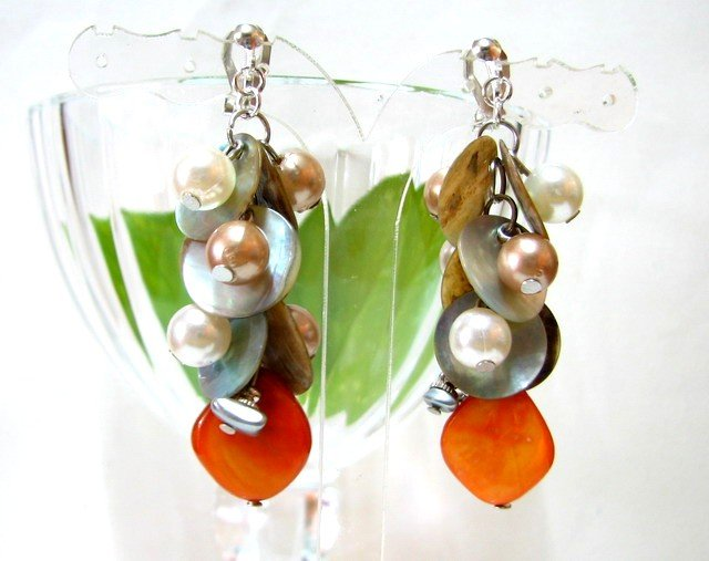 *FREE SHIPPING* E447 Pretty Clip On Earrings 6cm Shell & Beads made