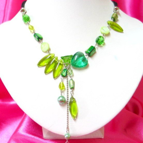*FREE SHIPPING*NB401 CRYSTAL GLASS GREEN DANGLE NECKLACE 17in.