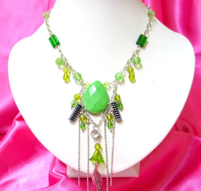*FREE SHIPPING*NB404 GLASS PENDANT GREEN DANGLE NECKLACE 18 inches