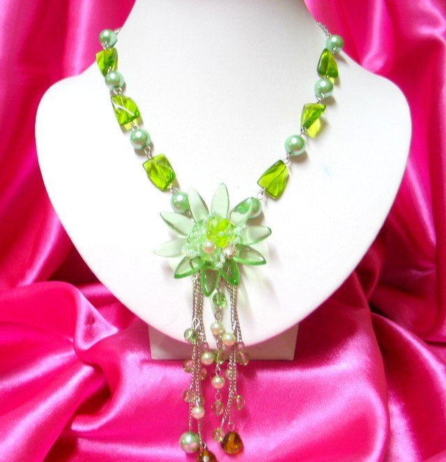 *FREE SHIPPING*NB249 GORGEOUS DANGLE FLORAL GLASS & BEADS LONG NECKLACE 24 in.