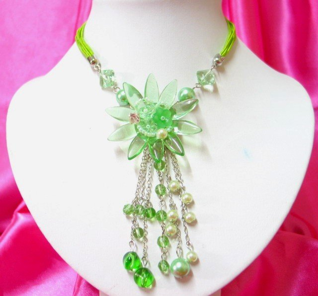 *FREE SHIPPING*NB407 FASHION JEWELRY GREEN GLASS & BEADS FLORAL STRINGS NECKLACE