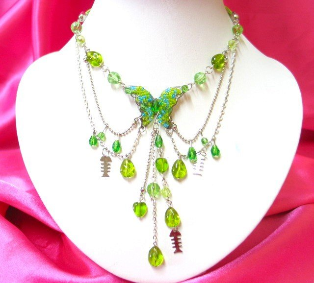 *FREE SHIPPING*NA886 DANGLE GREEN glass & beads BUTTERFLY STRINGS NECKLACE 18 in.
