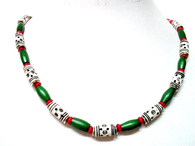 *FREE SHIPPING*NA1002 ETHNIC JEWELRY YAK BONE GREEN NECKLACE 20 in.