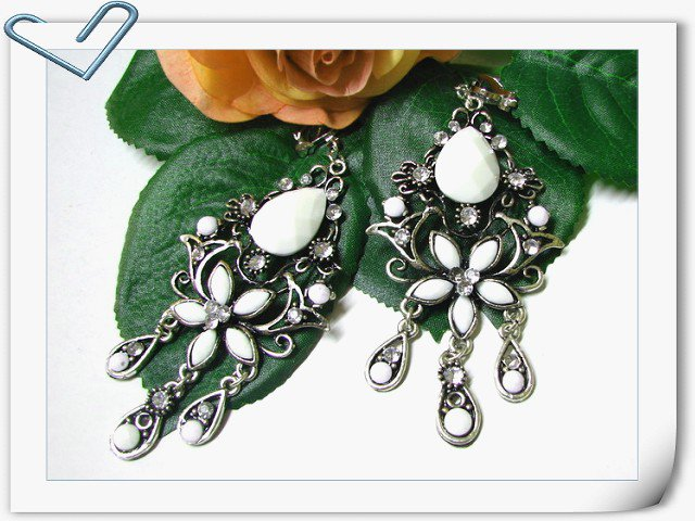 E1644 Charming Jewelry White Floral Clip On Earrings 8cm