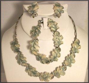 Lovely  Vintage Oak Leaf Necklace, Earrings and Bracelet set