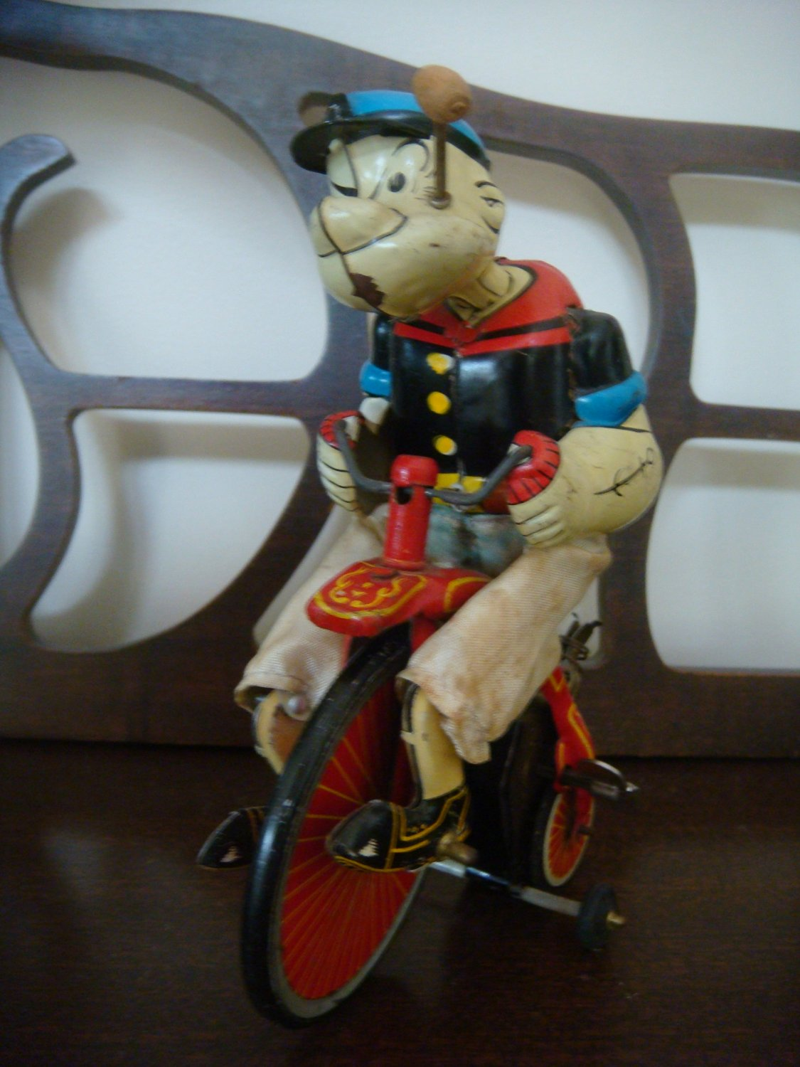 Vintage / Antique Popeye wind up tin toy Marx Linmar