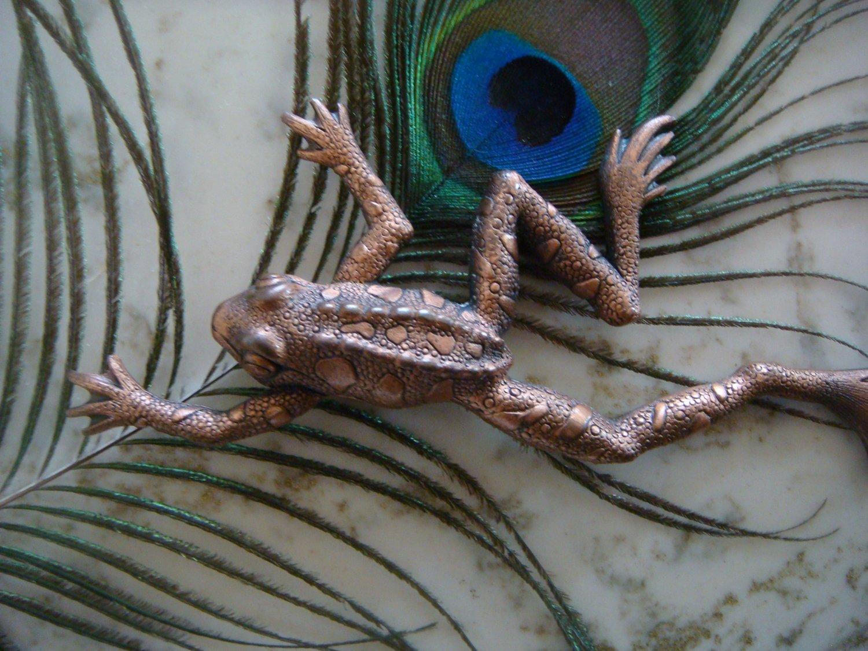 Vintage Copper tone Tree Frog Pin / Brooch Signed JJ