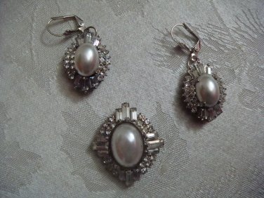 Estate Unsigned Rhinestone and Faux Pearl Earrings and Pendant set