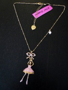 NWT Betsey Johnson Moving Ballerina Pearl Bow Necklace