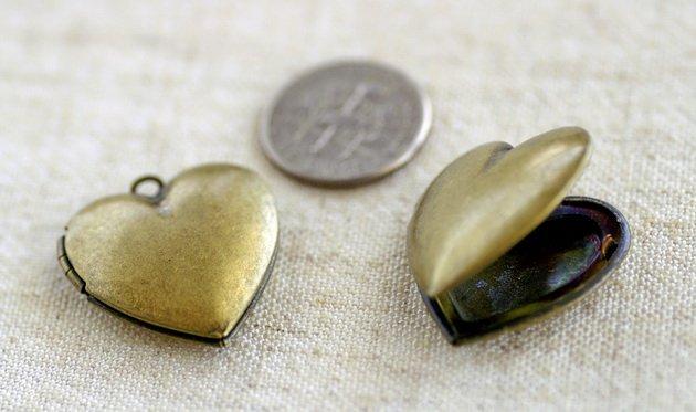 4pcs Antique Bronze Plated Brass Filigree Heart Lockets Charm Pendant b57b