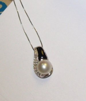 PEARL PENDANT CULTURED FRESH WATER ONYX DIAMOND ACCENT SET IN 10K WG WITH CHAIN NEW