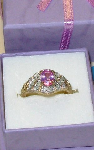 RING PINK SAPHIRE AND DIAMONDS SET IN 10K YELLOW GOLD NEW SIZE 7