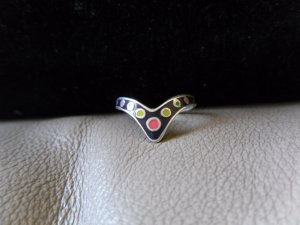 Vintage Silver V-shaped Multicolored Circles Ring (size 8)