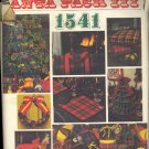 Vintage Vogue Pattern ~ Christmas Decorations 1541 ~ 1970s