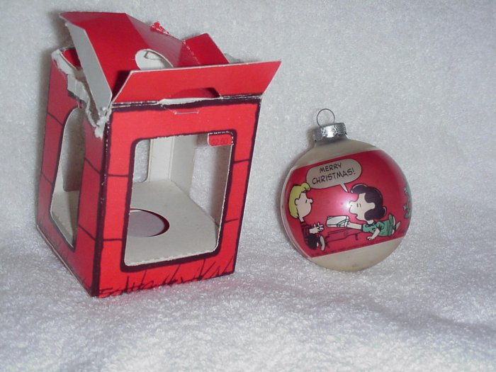 Vintage Hallmark Glass Ball Ornament ~ Peanuts ~ 1977