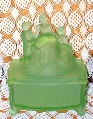 New Martinsville Depression Glass Martha Washington Trinket Box Satin Green