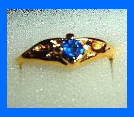 Sparkling Round Cut Blue SAPPHIRE CZ & Crater Design Gold Tone Ring