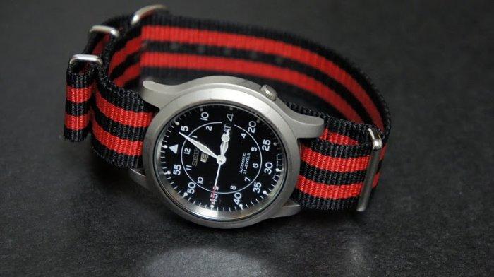 Black and Red Stripe 22mm James Bond Nato Nylon Watch Strap