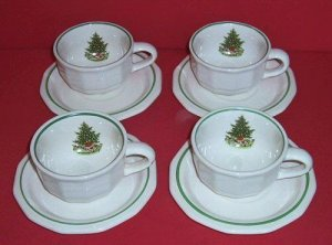 4 Pfaltzgraff CHRISTMAS HERITAGE Cups & Saucers