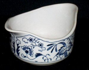 Royal China DOORN BLUE ONION Double Spout Gravy Boat