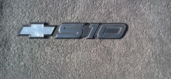 OEM Chevrolet S10 Body/Dash Emblem EXCELLENT Condition
