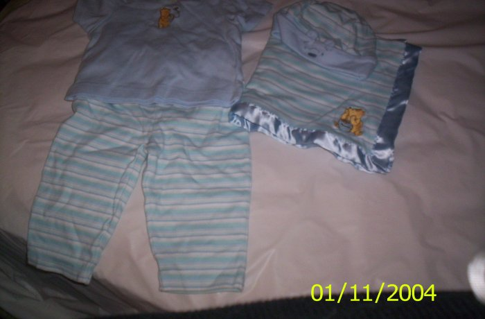 New Born Classic Winnie the Pooh 4pc.  Set (one size) Blue