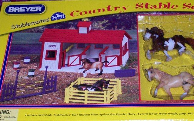 Breyer Stablemates Country Stable Set + Chestnut Pinto & Quarterhorse