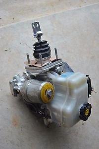 06-10 HUMMER H3 POWER BRAKE BOOSTER W/ MASTER CYLINDER ASSEMBLY OEM