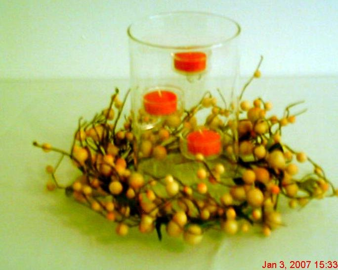 T-Lite Hurricane Ivory Berry Candle Holder