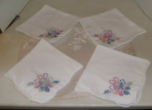 Pretty Set of 4 Hand Embroidered Napkin,Flower in 1 Corner,Finished Edges,Cotton